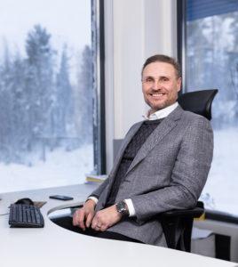 Toimitusjohtaja Timo Vikstrom Tuusulan toimipaikassa